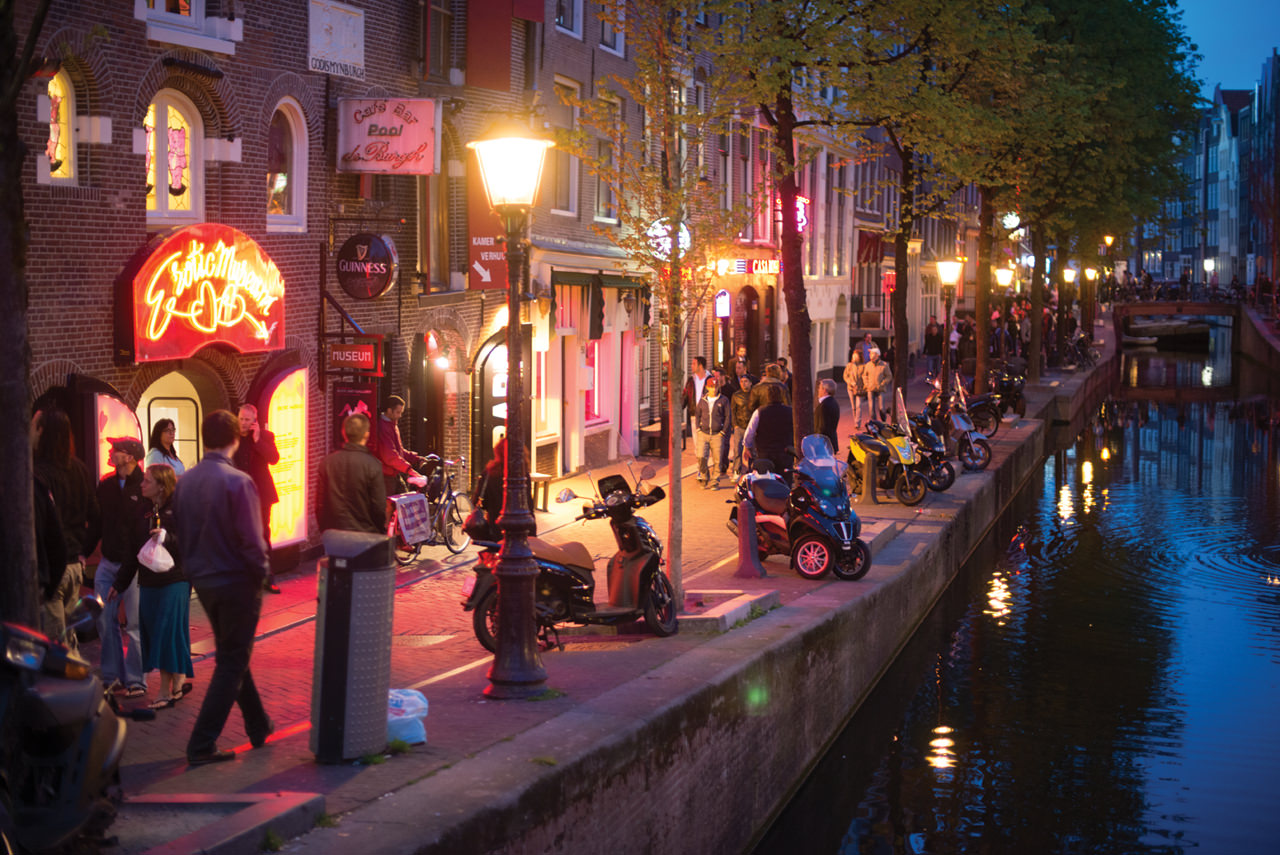Red_light_district_1280x855px_E