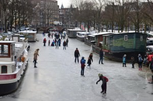 Ice scating on the canals.jpg_72
